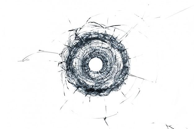Singolo foro di proiettile di vetro rotto in vetro isolato su bianco