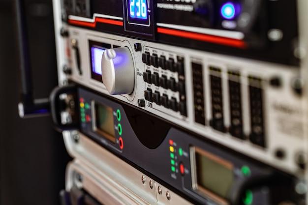 Sistema audio per riunioni di lavoro.