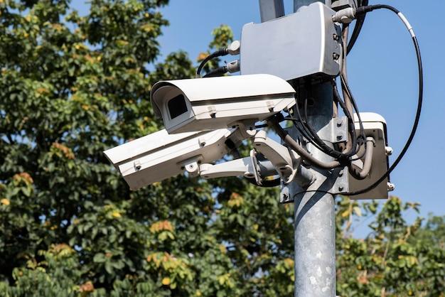 Sistema cctv a più angolazioni. monitoraggio della sicurezza