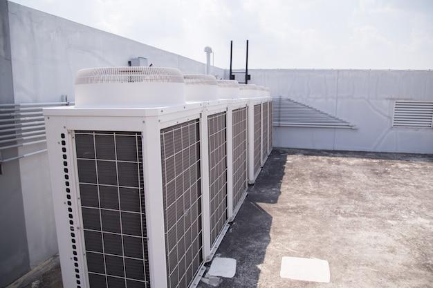 Sistema di condizionamento centralizzato posto sul tetto dell'edificio