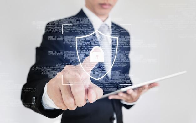 Sistema di sicurezza dei dati online e tecnologia di sicurezza informatica di rete. uomo d'affari scansione dito sullo schermo per sbloccare il sistema di sicurezza