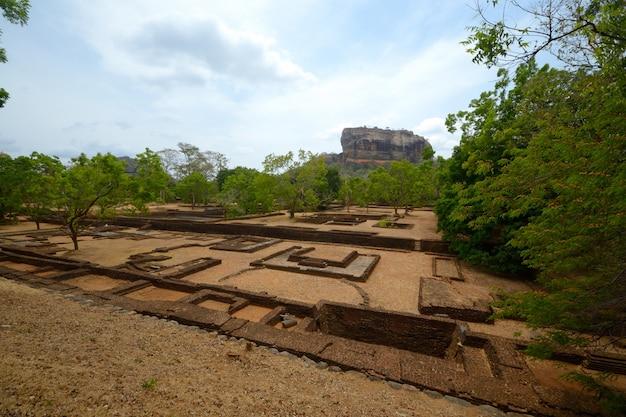 Sito storico della roccia di sigiriya e destinazione di viaggio, sri lanka