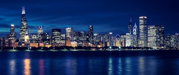 Skyline con edifici e grattacieli di chicago