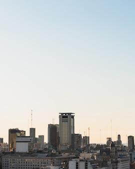 Skyline dell'area urbana con copia-spazio