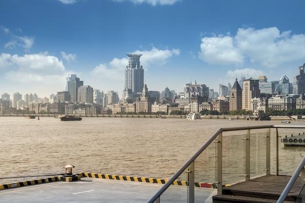 Skyline di vecchi edifici a shanghai bund