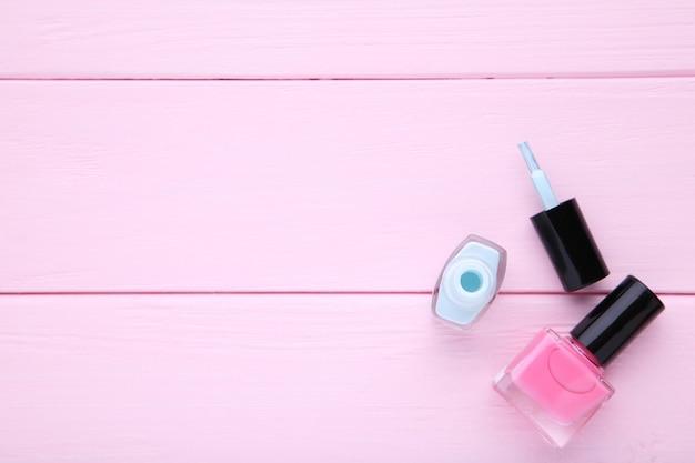 Smalti rosa e blu sul rosa