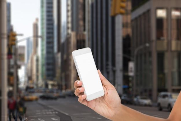 Smartphone con schermo in bianco