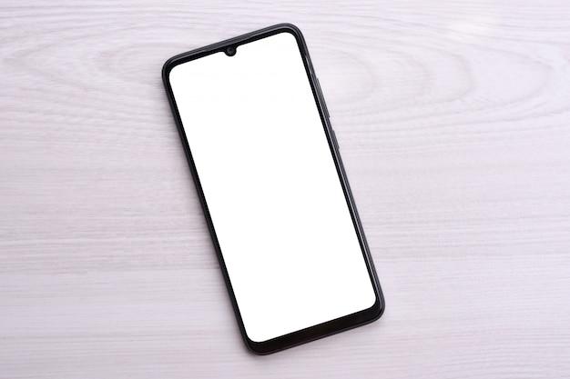 Smartphone del telefono cellulare con schermo bianco per il testo