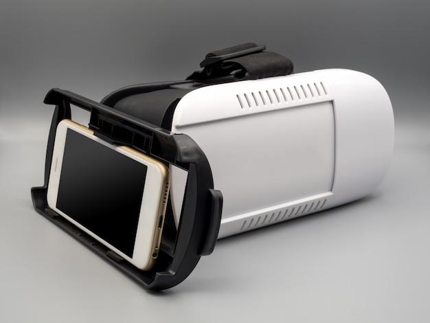Smartphone e cuffie da realtà virtuale