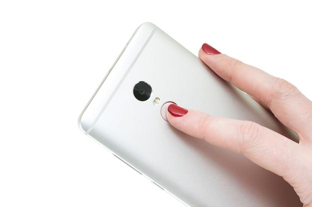 Smartphone moderno in mano femminile isolato su priorità bassa bianca. id di tocco.