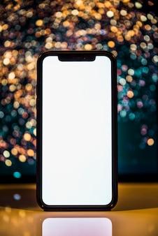 Smartphone su sfondo bokeh