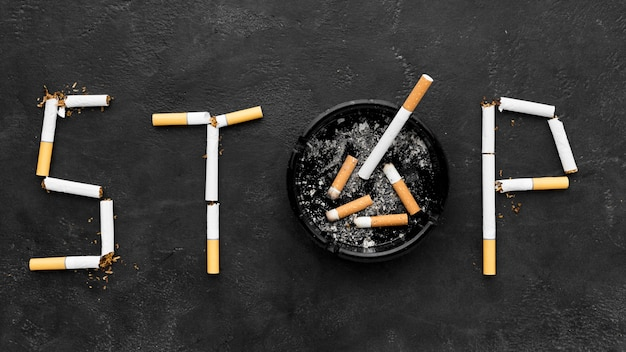 Smetti di fumare un messaggio con il posacenere