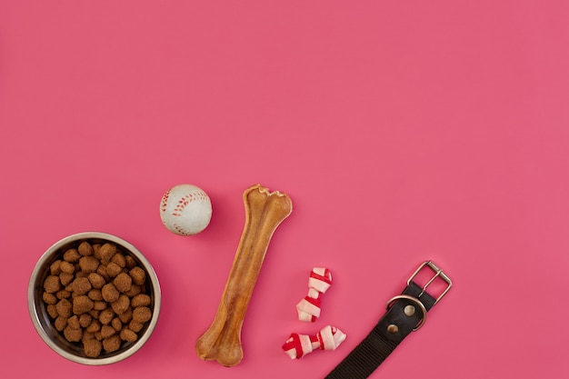 Snack per cani, masticazioni di cani, ossa di cani, giocattoli a sfera per cani