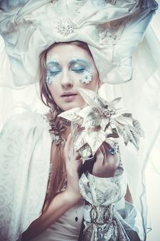 Snow queen con il trucco di fantasia