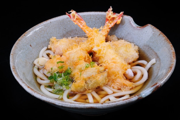 Soba udon con tempura.