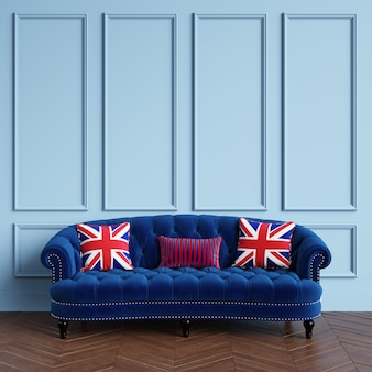 Sofà blu classico, cuscini con il disegno britannico della bandiera che sta nell'interno classico. pareti blu con modanature, pavimento a spina di pesce in parquet. rendering 3d