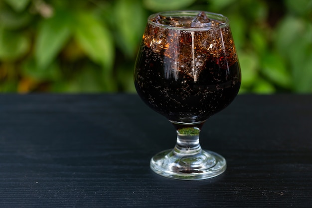 Soft drink mix ice in glass