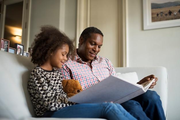 Soggiorno di famiglia di casa di origine africana di riposo