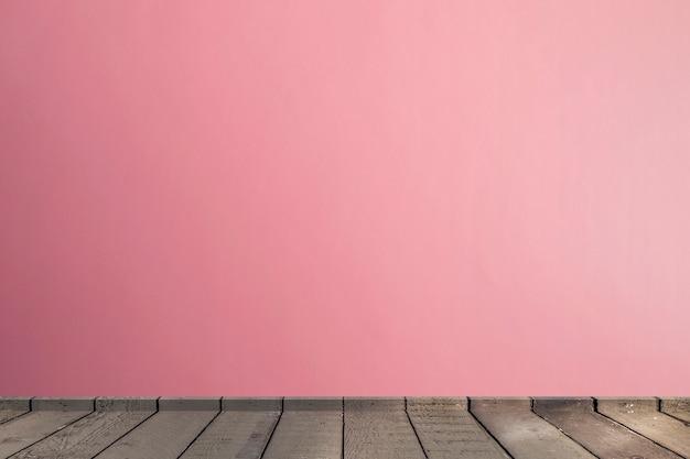 Soggiorno in toni rosa muro interno parquet pavimento in legno con spazio di copia
