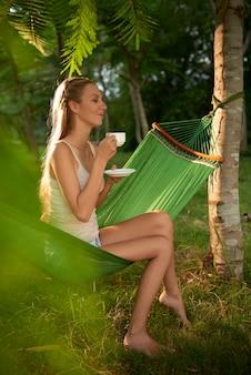 Sognare ad occhi aperti con una tazza di tè