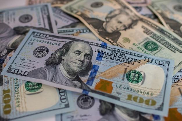 Soldi in contanti di dollari americani. banconote da 100 dollari.