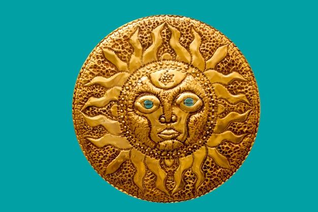 Sole dorato fatto a mano dal mediterraneo isolato