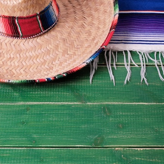 Sombrero di legno del messicano del fondo di festa di cinco de mayo del messico