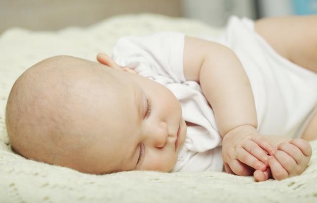 Sonno pacifico del bambino