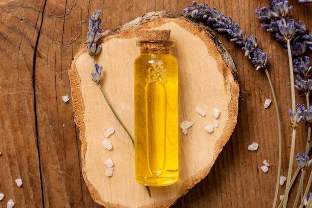 Sopra il concetto di spa con bottiglia di olio
