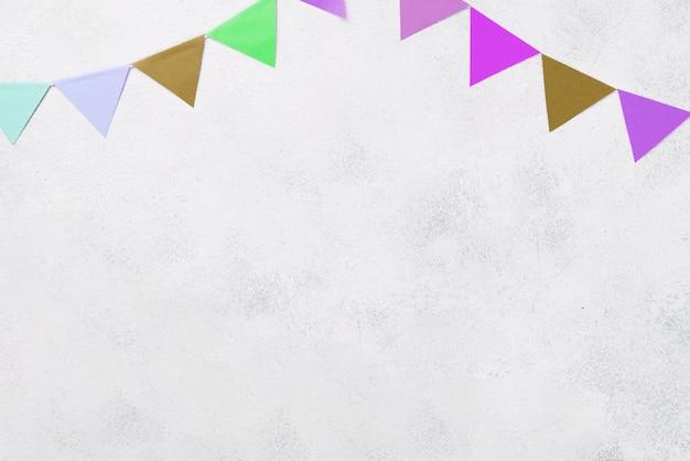 Sopra la vista disposizione con decorazioni colorate per le feste