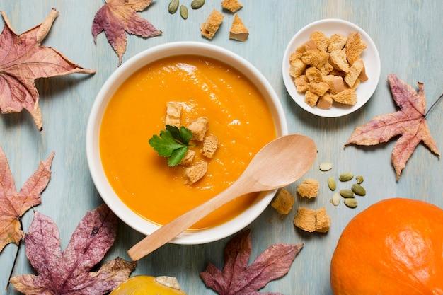 Sopra la zuppa di crema di zucca vista