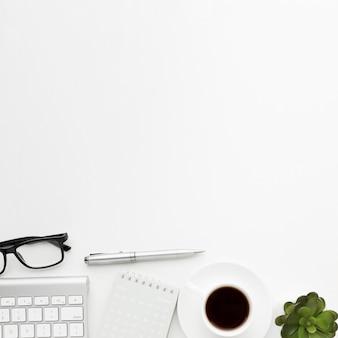 Sopra vista concetto di articoli da scrivania