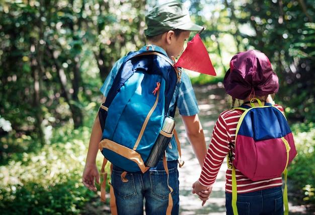Sorella e fratello in un'avventura