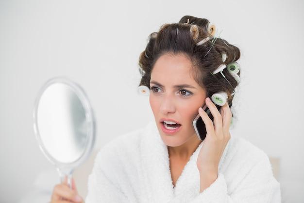 Sorpreso telefonata naturale bruna