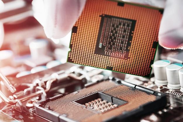 Sostituzione del processore centrale del computer
