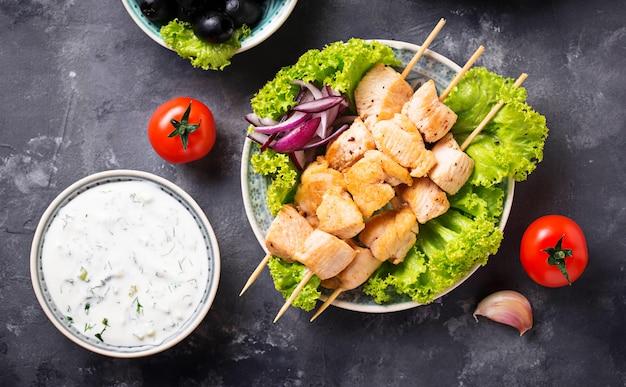 Souvlaki di spiedini di carne greci tradizionali
