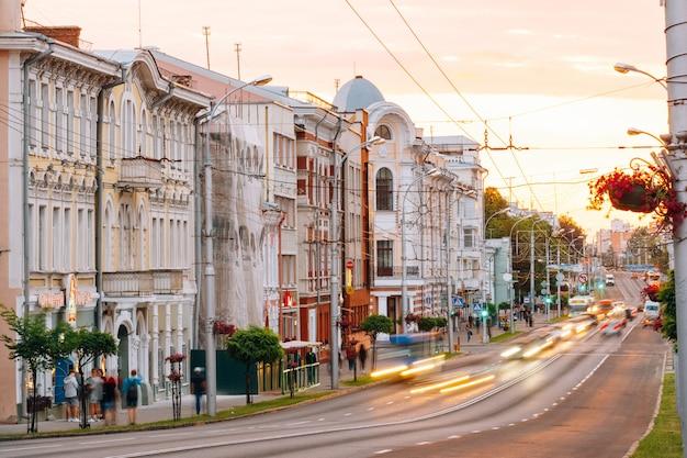 Sovetskaya street nelle ore serali. gomel, bielorussia