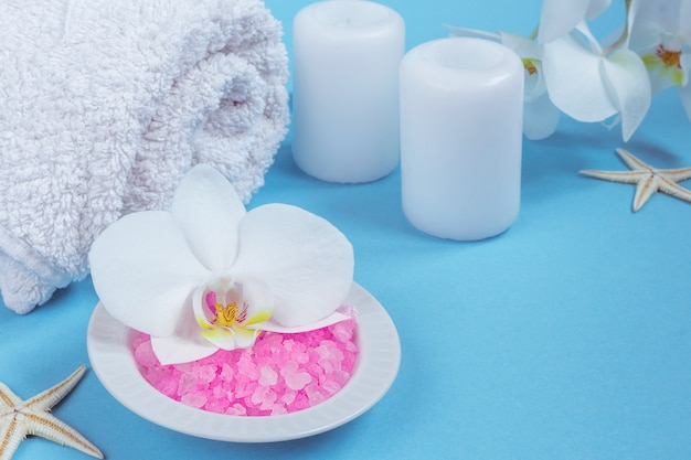 Spa impostazione still life con fiore orchidea