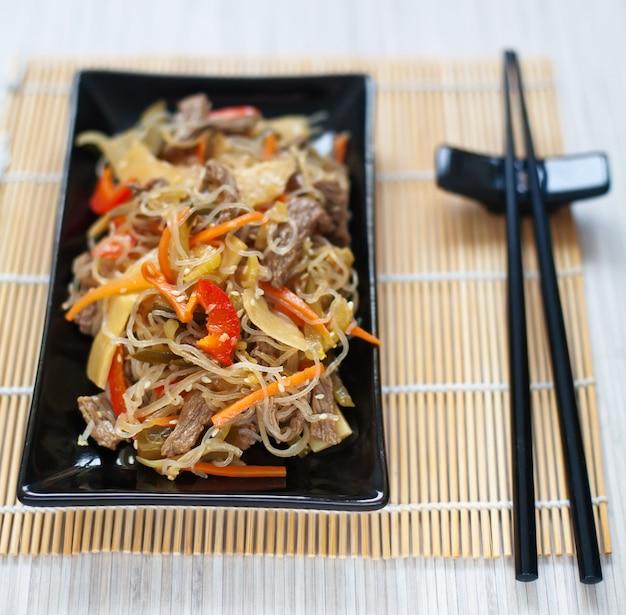 Spaghetti cinesi di riso