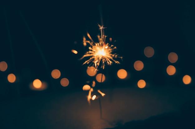 Sparkler su sfondo sfocato bokeh
