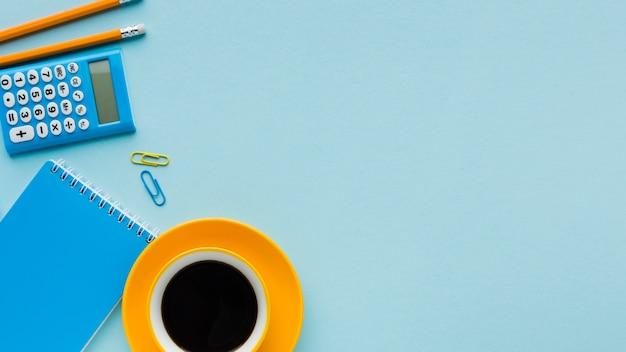 Spazio copia caffè e blocco note