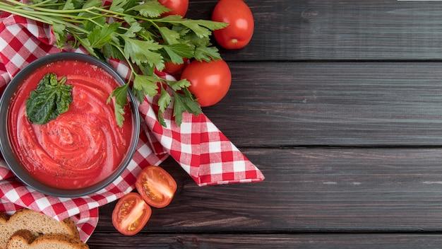 Spazio della copia di zuppa di crema di pomodoro fatta in casa