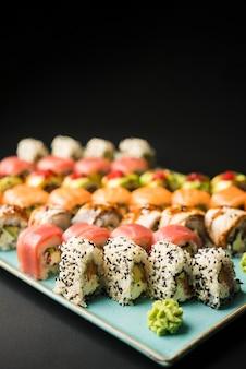 Spazio fresco della copia dell'assortimento dei sushi