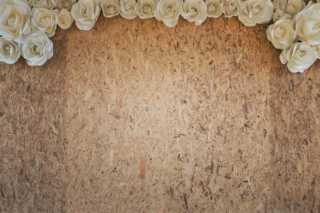 Spazio libero della copia per testo sul fondo di struttura giallo del bastone di legno