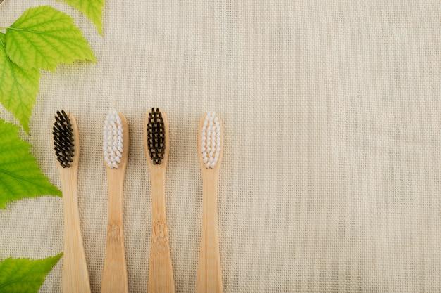 Spazzolino da denti di bambù. ecologico, organico
