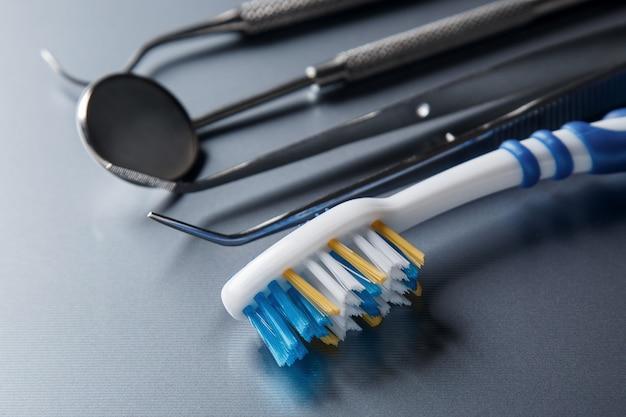 Spazzolino da denti e attrezzatura dentale