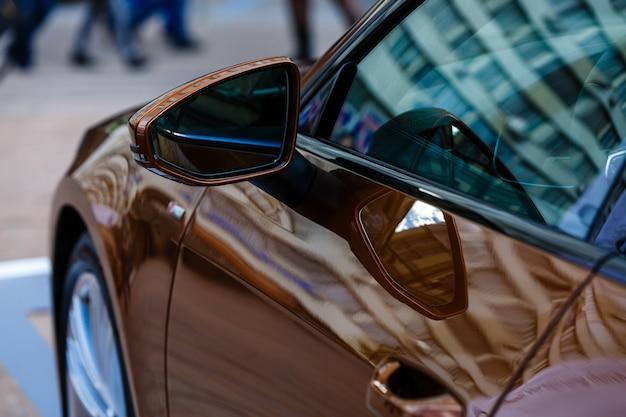 Specchietto laterale auto