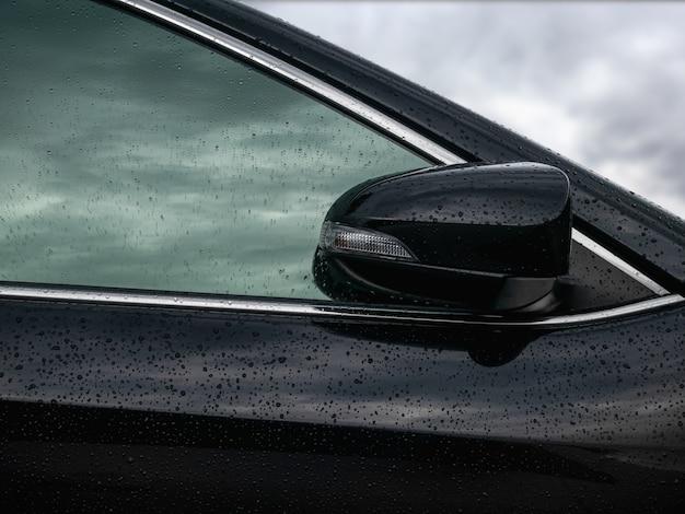Specchietto retrovisore laterale chiuso per sicurezza