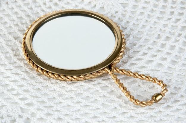 Specchio a mano vintage in ottone