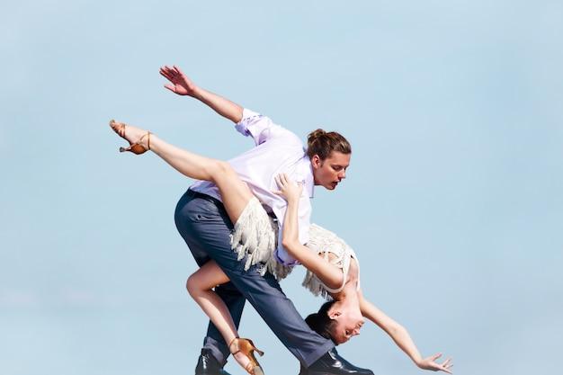 Spettacolo di danza rapporto sportiva eleganza
